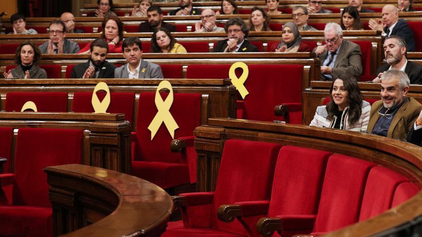 carles-puigdemont-schleifen-parlament