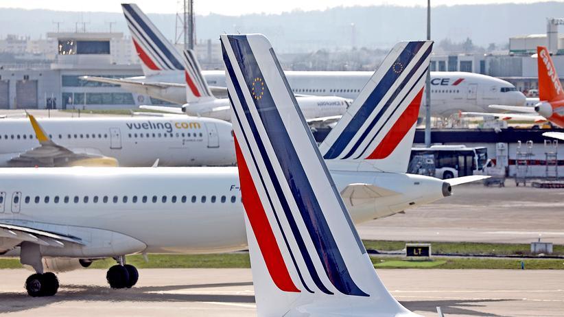 Streikwelle in Frankreich: Öffentliche Bedienstete streiken gegen Macrons Sparpläne