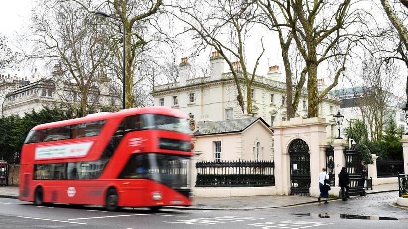 Großbritannien: Die russische Botschaft in London: Russland fordert von Großbritannien Einsicht in die Akten im Fall Skripal.