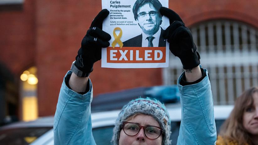 Carles Puigdemont: Separatisten blockieren Straßen in Katalonien