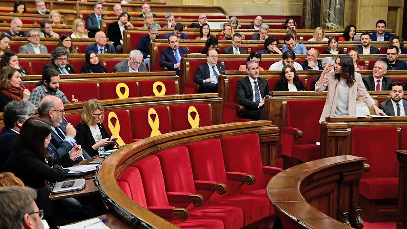 Katalonien: Debatte während der Sondersitzung des katalanischen Regionalparlaments in Barcelona