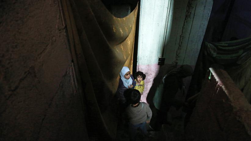 Ostghuta: Kinder in einem unterirdischen Schutzraum in der Stadt Douma, Ostghuta
