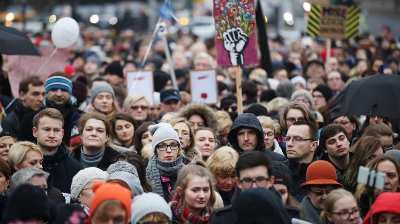 Polen: Massenproteste gegen geplantes Abtreibungsgesetz