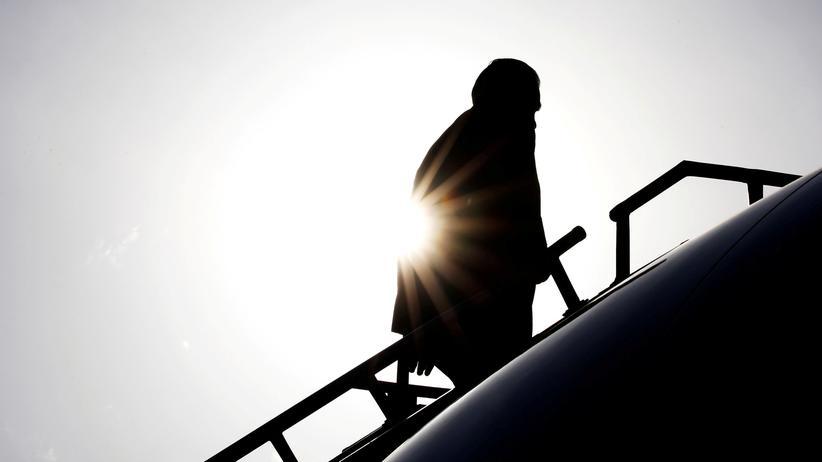 Rex Tillerson: Rex Tillerson steigt auf dem Flughafen von Addis Abeba, Äthiopien, in seinen Flieger.