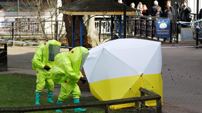 Sergej Skripal: Die Bank, auf der Skripal und seine Tochter gefunden wurden, ist von einem forensischen Zelt umgeben.