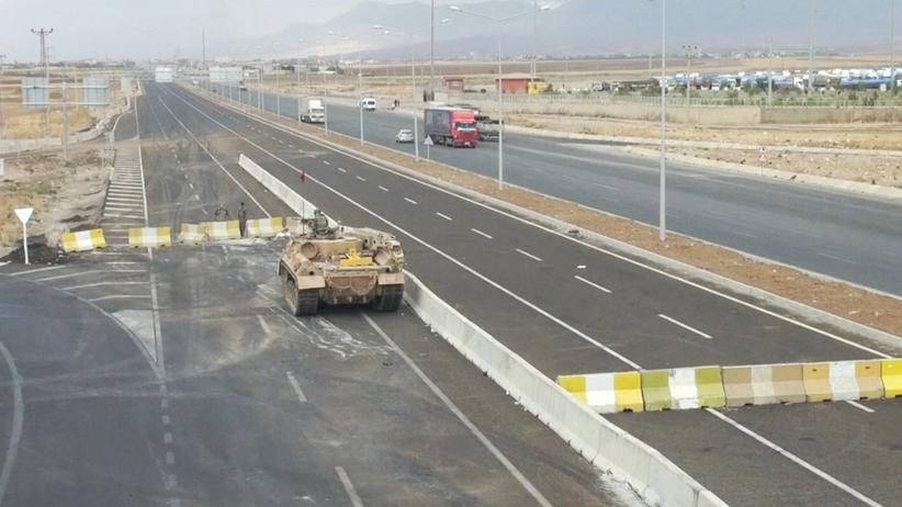 Türkische Militäroperationen: Ein bewaffnetes Fahrzeug an der türkisch-irakischen Grenze in Habur (Archivbild)