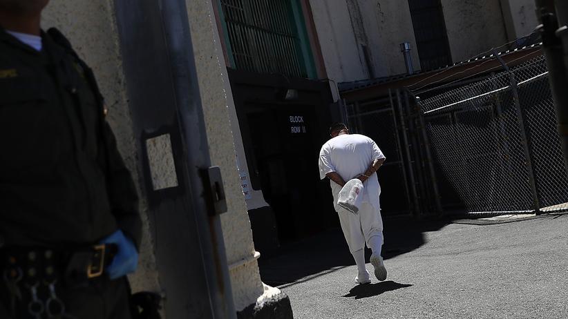 Amnesty International: Ein zum Tode verurteilter Insasse in Kalifornien kehrt in seine Zelle zurück.