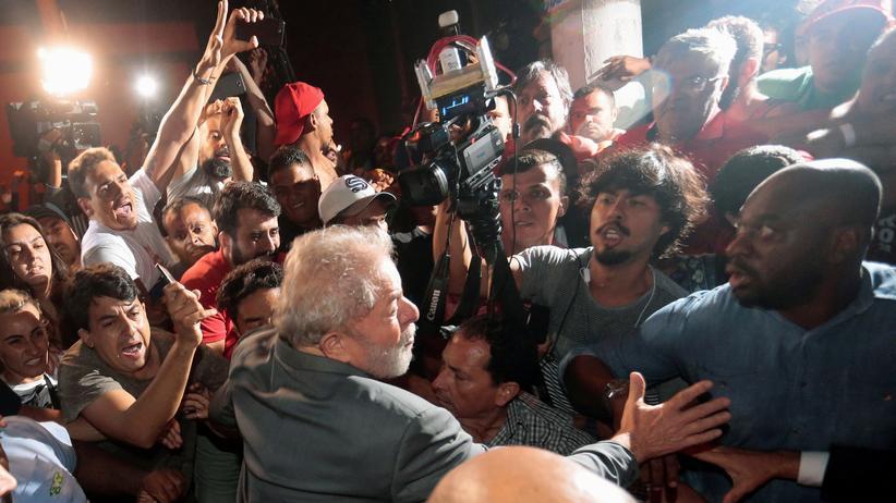 Brasilien: Ex-Präsident Lula stellt sich den Behörden