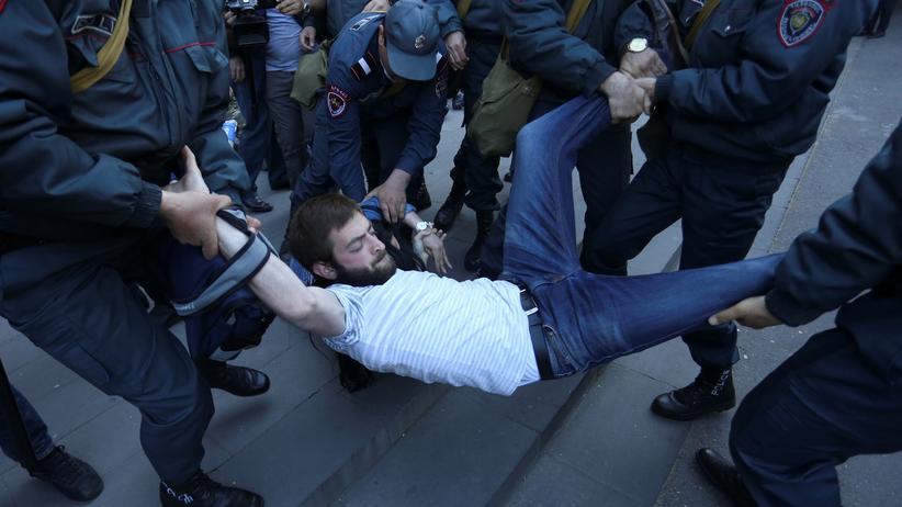 Armenien: Polizei nimmt Oppositionsführer fest