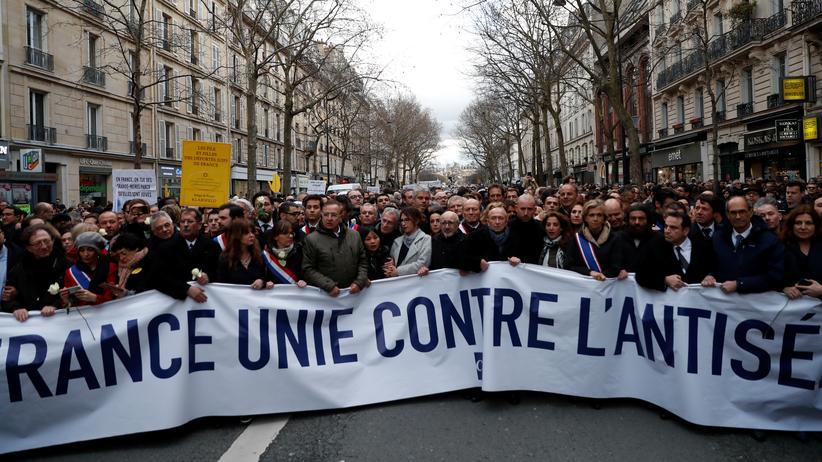 Frankreich: Demonstration zum Gedenken an Mireille Knoll in Paris. Die 85 Jahre alte Holocaust-Überlebende war im März 2018 in ihrer Pariser Wohnung erstochen worden.
