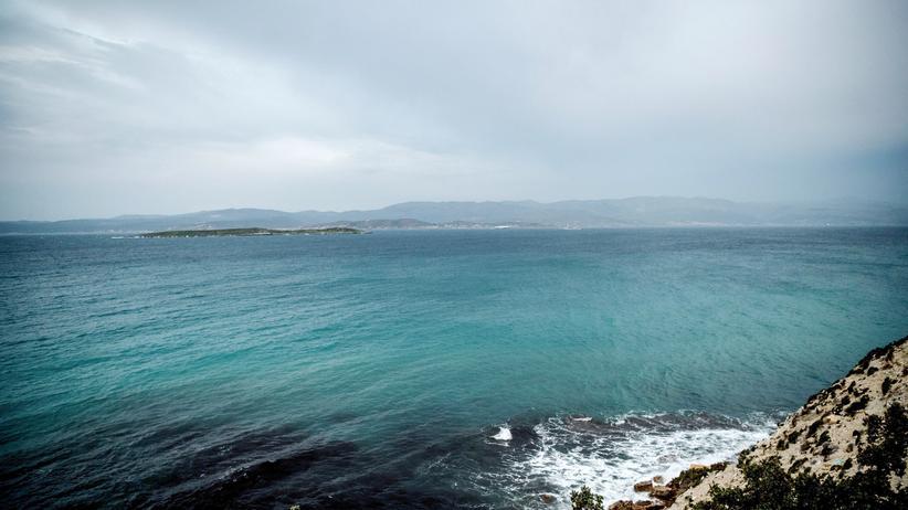 Gülen-Anhänger: Ein Strand nahe Izmir im Westen der Türkei. Viele Flüchtlinge brechen von hier Richtung Griechenland auf.