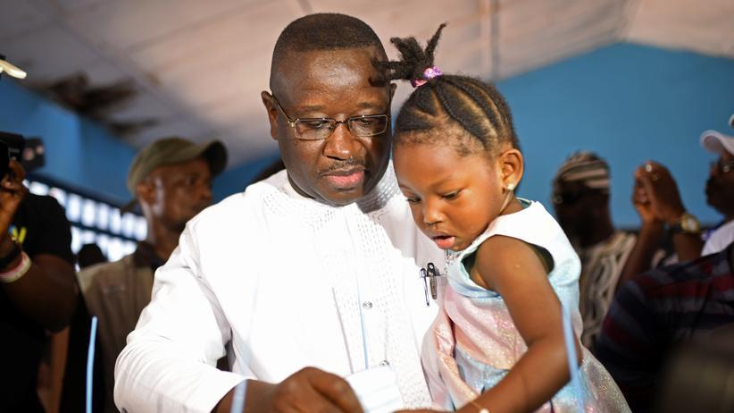 Julius Maada Bio: Sierra Leone hat einen neuen Präsidenten