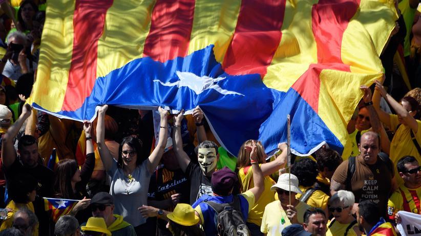 Katalonien: 300.000 Menschen fordern Freilassung von Separatisten