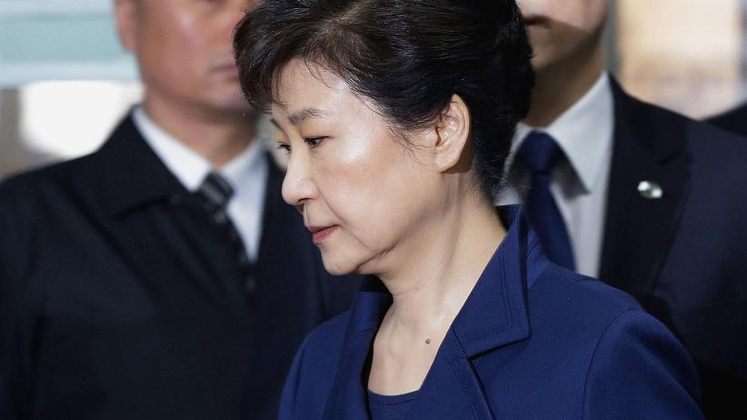 Park Geun Hye: Park Geun-Hye bei ihrer Verhaftung in Seoul, Südkorea