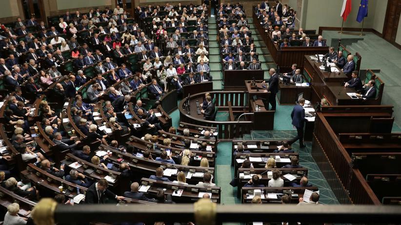 Polen: Parlament beschließt Änderungen an der Justizreform