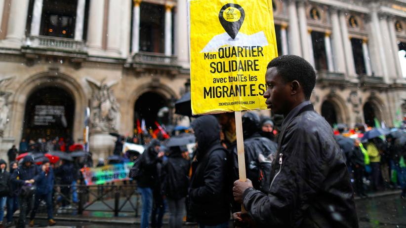 Einwanderung: Demonstranten in Frankreich zeigen sich solidarisch mit Migranten.