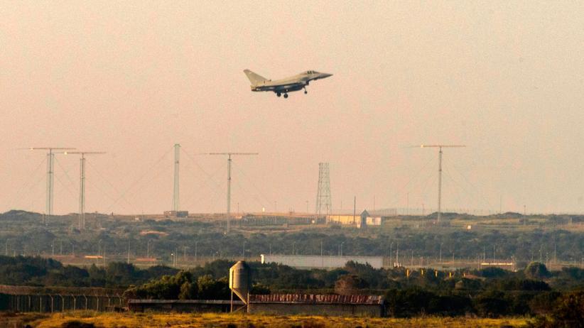 Syrien: Ein britisches Militärflugzeug landet auf Zypern nach einem Einsatz in Syrien.