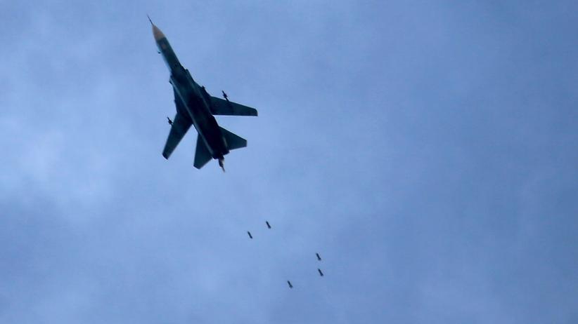 Syrien: Die syrische Armee bombardiert nach Angaben von Aktivisten Gebiete zwischen den Städten Hama und Homs.
