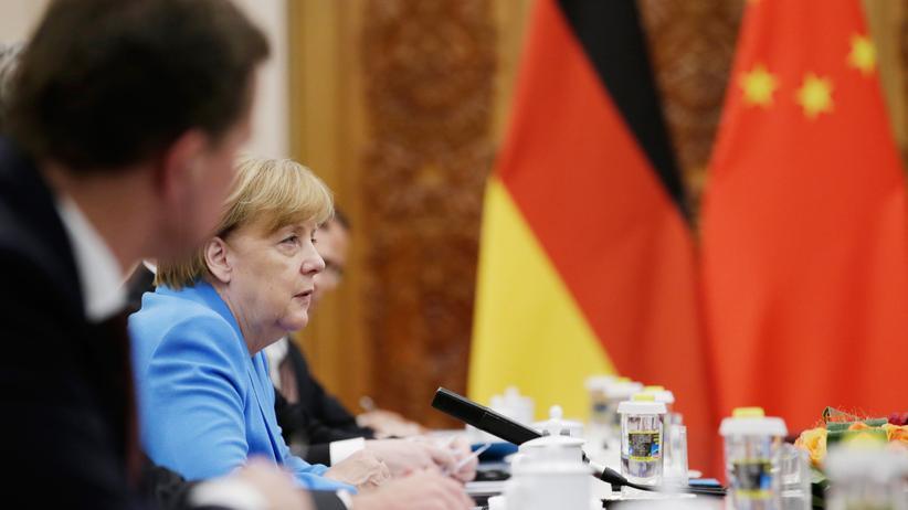 Besuch in Peking: Merkel fordert bessere Bedingungen für deutsche Unternehmen in China
