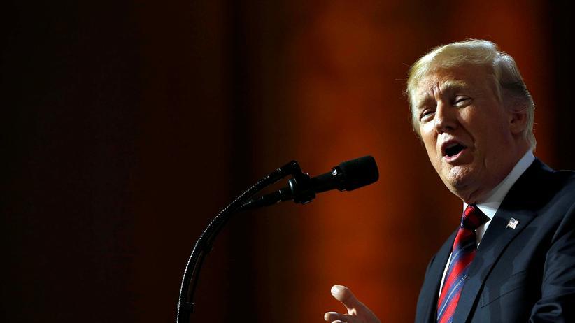 Donald Trump: Donald Trump legt sich mit dem FBI an.Donald Trump legt sich mit dem FBI an.