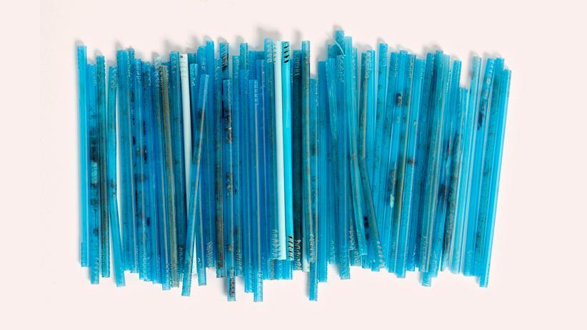 Plastikmüll: Lieber aus der Pappe schlürfen