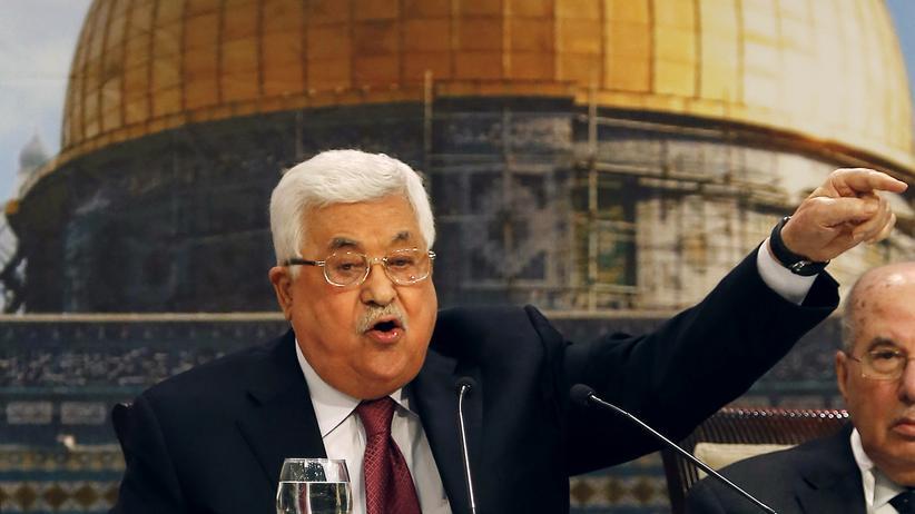 """Holocaust: Palästinenserpräsident Mahmud Abbas sagte in einer Rede, dass der Holocaust nicht durch Antisemitismus ausgelöst worden sei, sondern durch das """"soziale Verhalten"""" der Juden."""