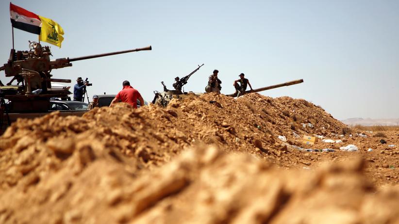 Israel und Iran: Panzer der Hisbollah und der syrischen Armee in der syrischen Region West-Qalamoun