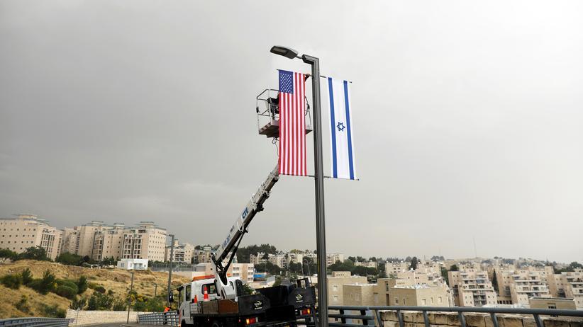Jerusalem: Die israelische und die US-Fahne in Jerusalem