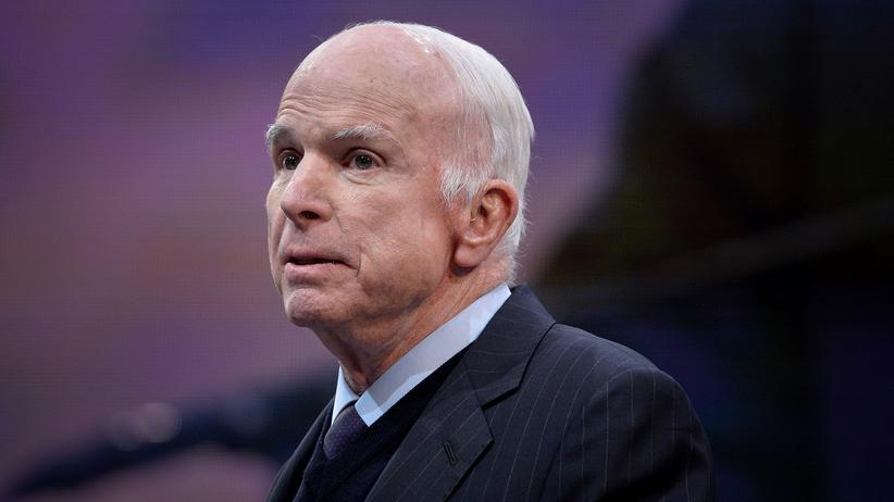 Weißes Haus: Trump-Mitarbeiterin soll krebskranken McCain verspottet haben