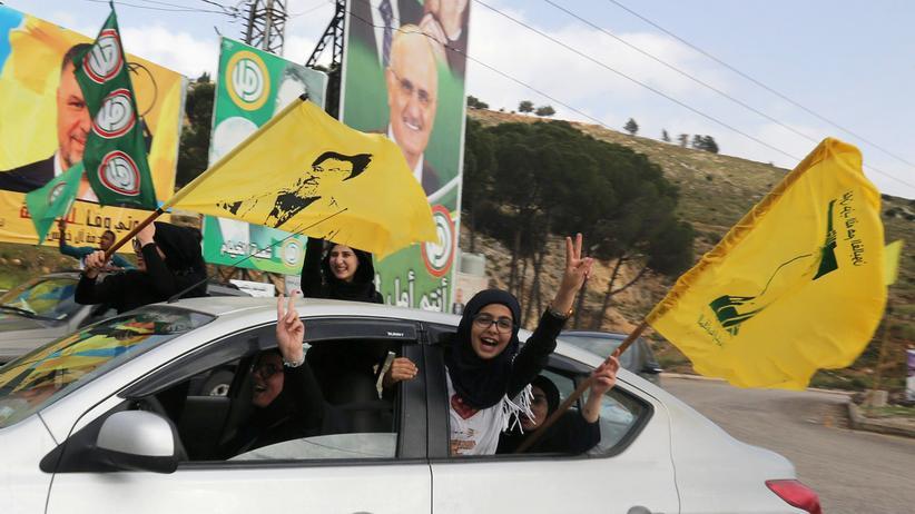 Wahlen in Libanon: Unterstützer der libanesischen Hisbollah in einem Autokorso in Marjayoun, Südlibanon