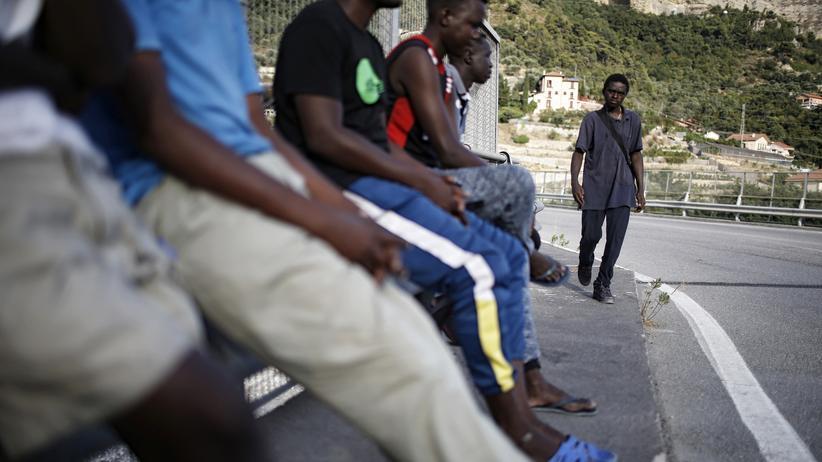 Asylpolitik: Migranten im Roya-Tal, in der Nähe vom italienischen Ventimiglia und der französischen Grenze