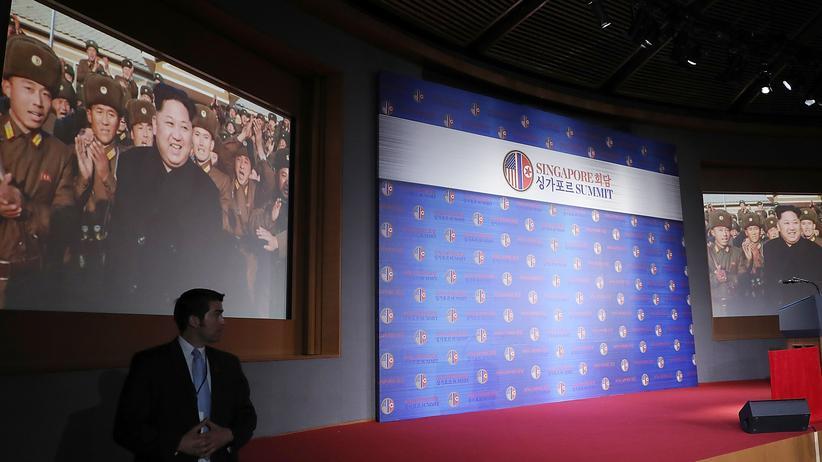 Singapur: Trump brachte Kim ein Video mit