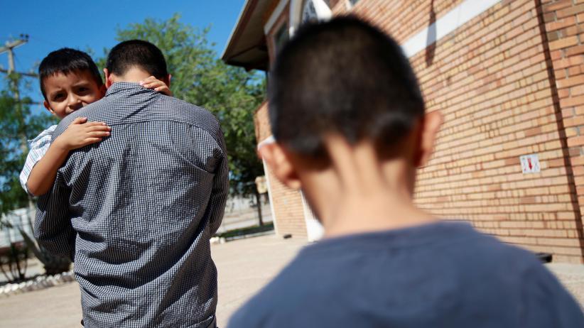 Einwanderung in die USA: In den USA werden derzeit Migrantenkinder von ihren Eltern getrennt, weil die Familien das Land illegal betreten haben sollen.