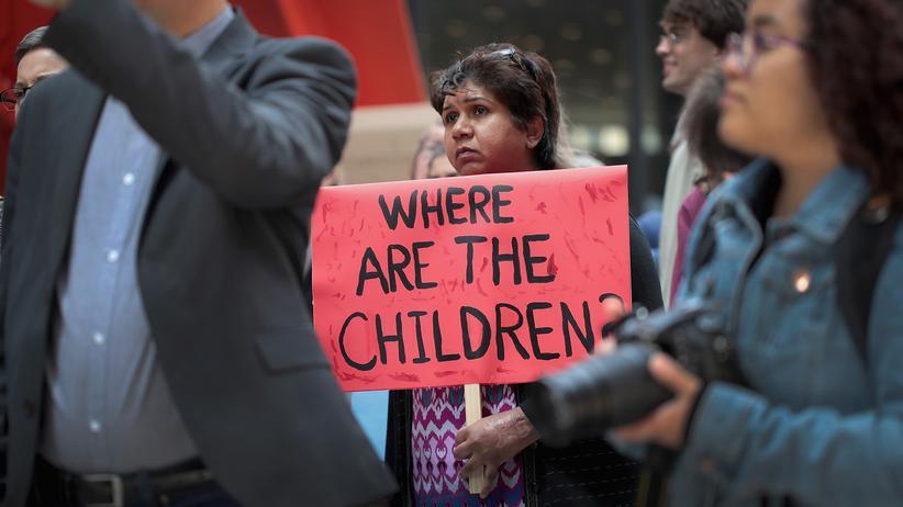 US-Einwanderungspolitik: Demonstrierende in Chicago wehren sich gegen den harten Kurs in der Einwanderungspolitik.