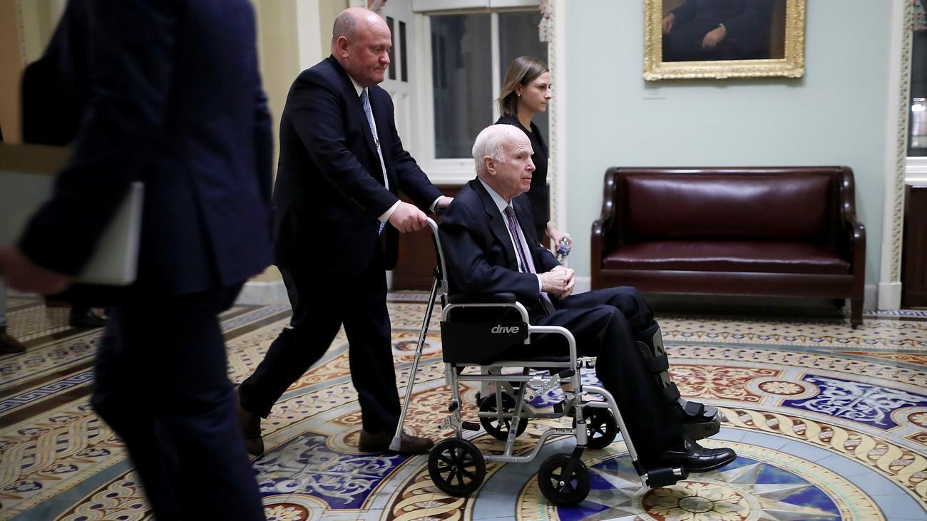Trump-Mitarbeiterin verlässt Weißes Haus nach Spott über John McCain