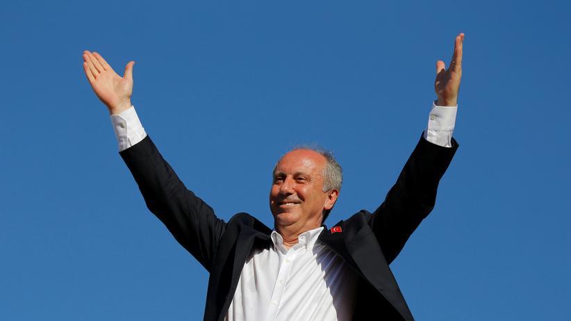 Muharram Ince: Nicht nur der türkische Staatspräsident Recep Tayyip Erdoğan weiß, wie man sich präsentiert. Hier sein Herausforder Muharrem İnce (CHP) während eines Wahlkampfauftritts in Istanbul.