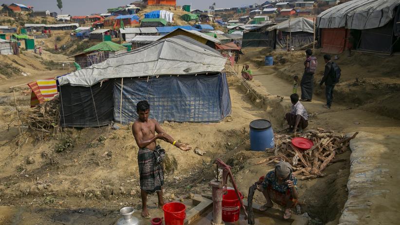 David Miliband: Hunderttausende Rohingya-Flüchtlinge leben im Flüchtlingslager bei Cox's Bazar in Bangladesch.