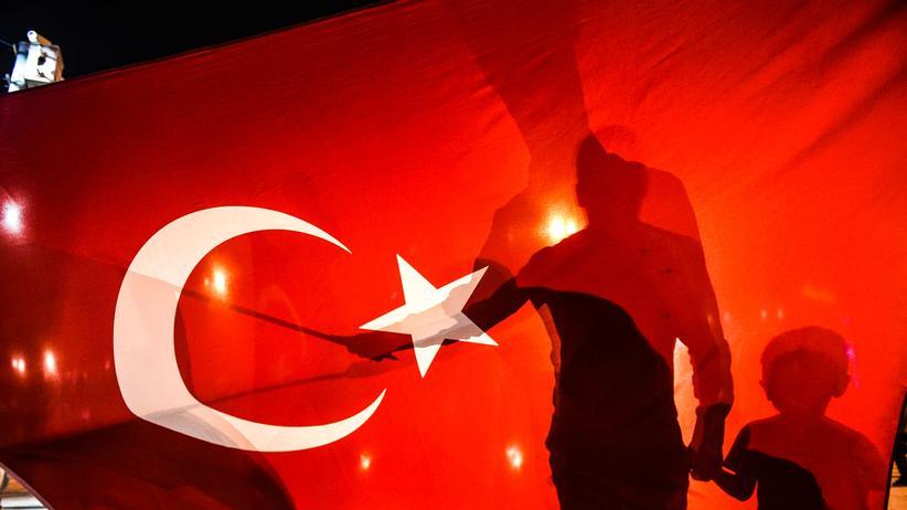 Türkei: Erdogan Unterstützer in Instanbul nach dem gescheiterten Putschversuch 2016