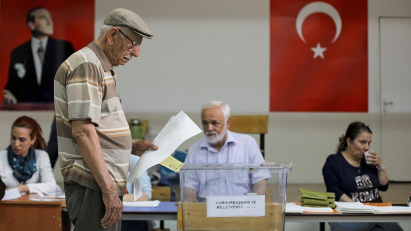 Präsidenten- und Parlamentswahlen in der Türkei: Wahlbeobachter melden Unregelmäßigkeiten