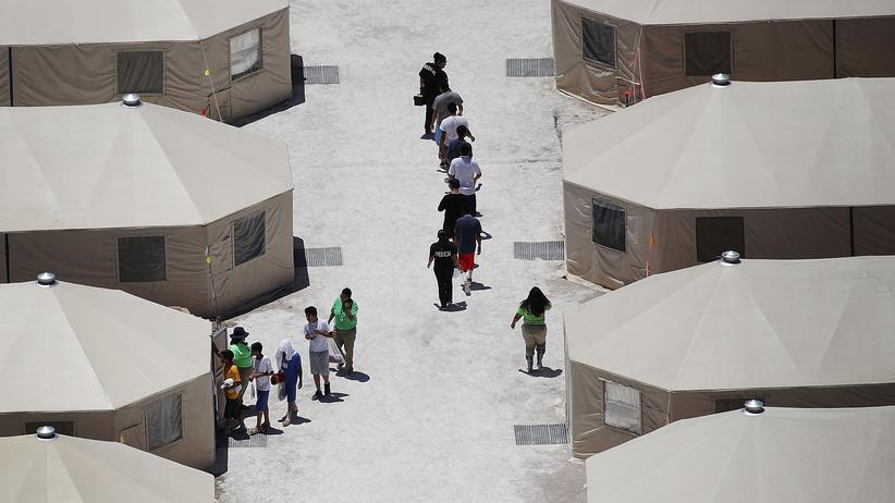 Migration: Zuvor von ihren Eltern getrennte Kinder in einem Camp in Texas