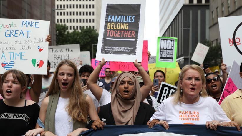 USA: Zehntausende demonstrieren gegen Familientrennungen an US-Grenze