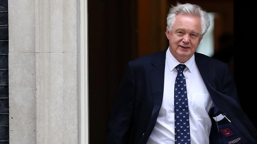 Großbritannien: Brexit-Minister Davis in der Downing Street in London