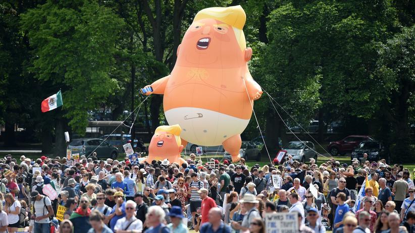 Schottland: Tausende protestieren gegen Trump
