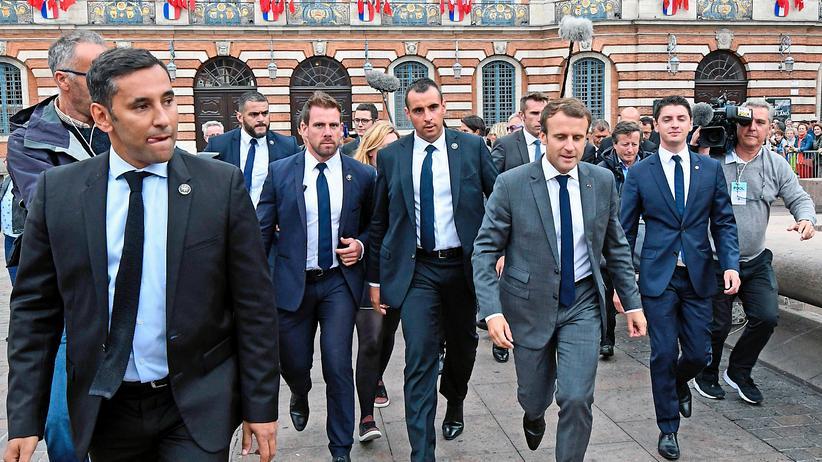 Frankreich: Macron-Mitarbeiter soll Demonstranten angegriffen haben
