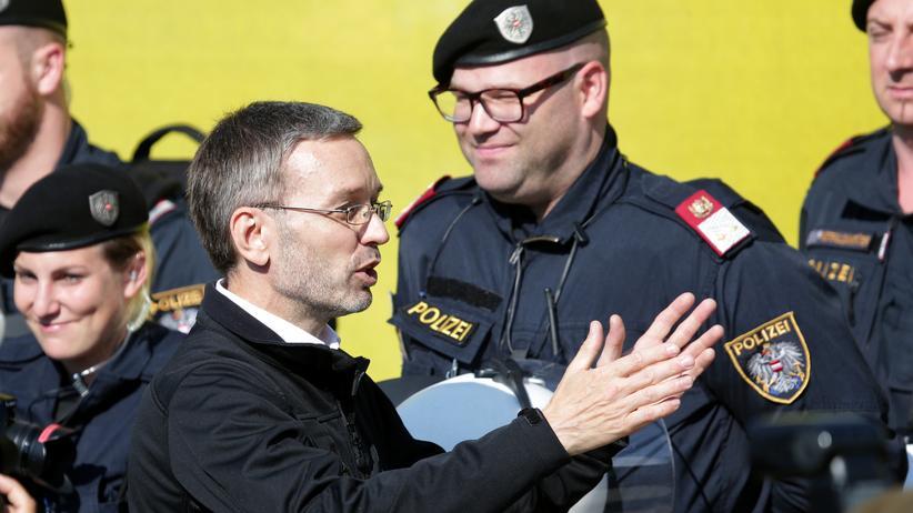 Österreichs Innenminister Herbert Kickl (FPÖ) bei einer Polizeiübung in Spielfeld