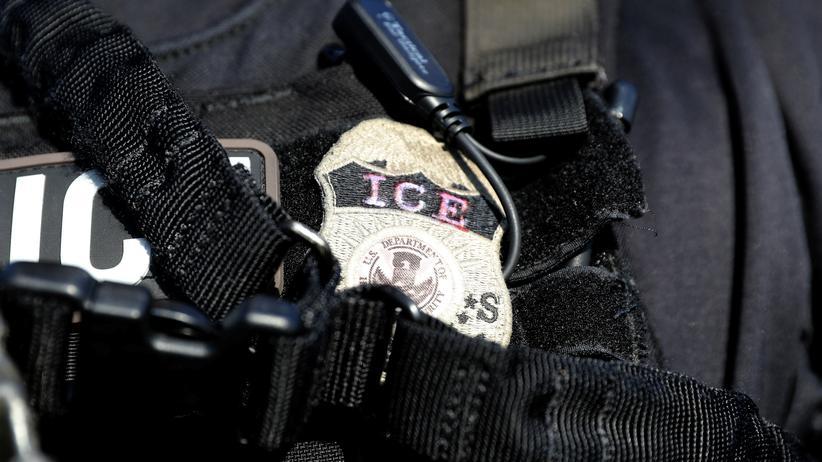 Einwanderungsbehörde ICE: Die US-Einwanderungsbehörde ICE steht seit der Trennung von Familien an der amerikanisch-mexikanischen Grenze verstärkt unter Druck.