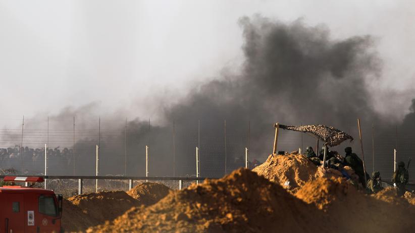 Nahostkonflikt: Israelische Soldaten nahe dem Grenzübergang Kerem Schalom