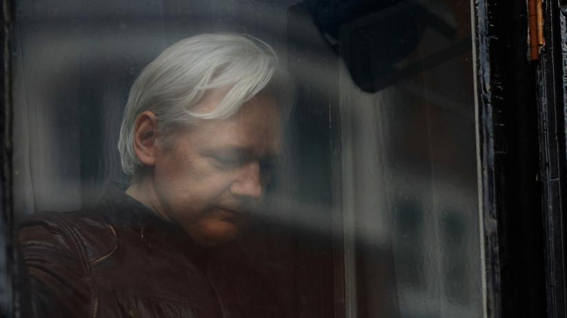 Julian Assange: WikiLeaks soll Russland beim Wahleingriff beraten haben