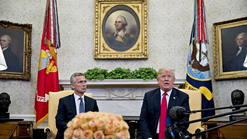 Nato-Gipfel: Protagonisten zweier Weltanschauungen: US-Präsident Donald Trump und Nato-Generalsekretär Jens Stoltenberg (l.) im Mai in Washington