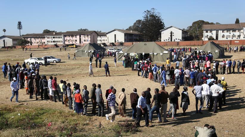 Mugabe-Nachfolge: Wahl in Simbabwe weitgehend friedlich beendet